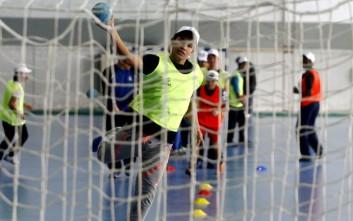 Προσφυγόπουλα έπαιξαν χάντμπολ στο ΟΑΚΑ