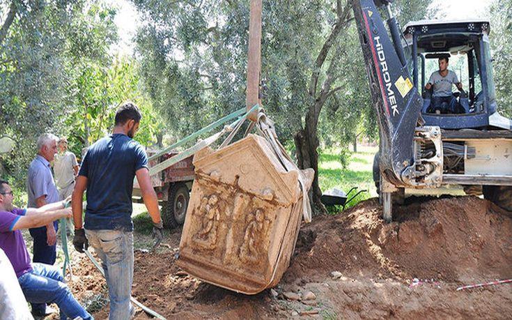 Βρέθηκαν τρεις αρχαίοι τάφοι στην Προύσα