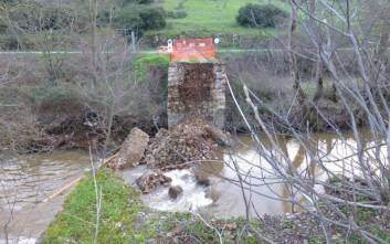 Αδιαφορία για το ιστορικό γεφύρι που κατέρρευσε στην Αμφίκλεια