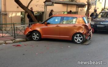 Αυτοκίνητο έπεσε σε στάση λεωφορείου στο Κολωνάκι