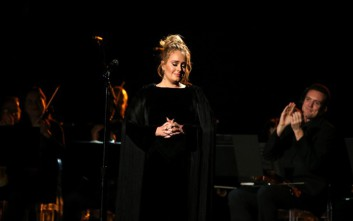 Η Adele ξεκίνησε τραγούδι απ' την αρχή σεβόμενη τη μνήμη του George Michael