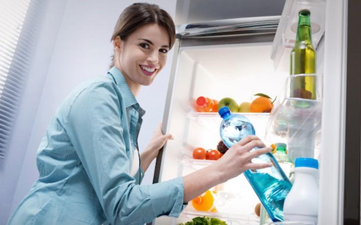 Πώς να διώξετε την άσχημη μυρωδιά από το ψυγείο