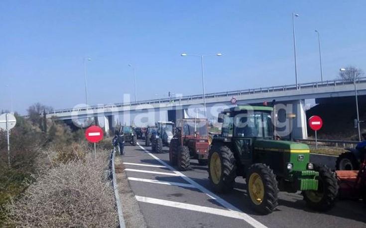 Αποχωρούν από τα μπλόκα οι αγρότες της Λάρισας