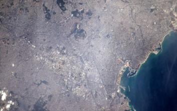 Η Αθήνα από το διάστημα και ο χαιρετισμός του αστροναύτη
