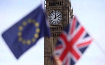 Αποδυναμωμένη η βρετανική κυβέρνηση ξεκινά τις διαπραγματεύσεις του Brexit