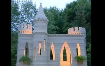 Ένα 3D εκτυπωμένο κάστρο στην αυλή του σπιτιού του