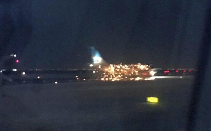 Φωτιά σε αεροσκάφος που ετοιμαζόταν για απογείωση στο αεροδρόμιο της Νέας Υόρκης
