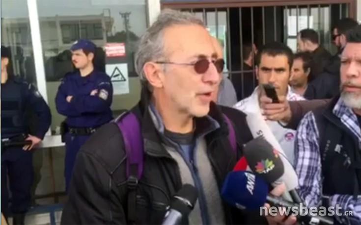 ΚΕΕΡΦΑ: Ο Μουζάλας, επικεφαλής διμοιρίας ΜΑΤ, επιτέθηκε στους πρόσφυγες