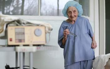 Η αειθαλής χειρουργός της Ρωσίας που κλείνει τα 90