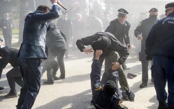Αντιεξουσιαστές τραυμάτισαν αστυνομικούς σε κατάθεση στεφανιού στα Ιωάννινα