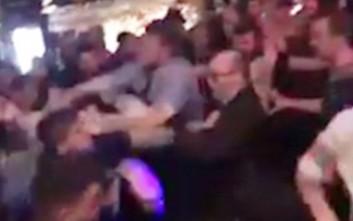Απίστευτος καβγάς σε παμπ όπου 100 άτομα πιάστηκαν στα χέρια