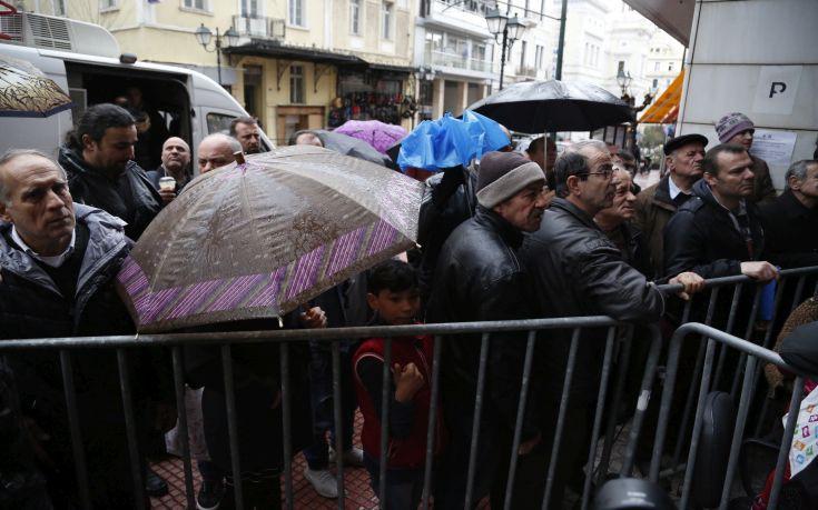 Ελληνική Πραγματικότητα: Τεράστιες ουρές και ταλαιπωρία για το Κοινωνικό Εισόδημα Αλληλεγγύης