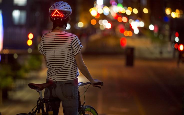 Έξυπνο κράνος ποδηλάτου με φώτα και δείκτες φρένων