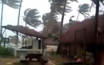 Σαρωτικό το πέρασμα του κυκλώνα Ντινεό από τη Μοζαμβίκη