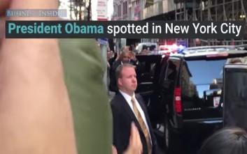 Όπου και αν βλέπουν τον Ομπάμα τον αποθεώνουν