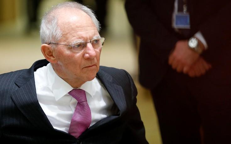 Σόιμπλε: Η Ελλάδα μπορεί να παραμείνει στο ευρώ μόνο αν γίνει ανταγωνιστική