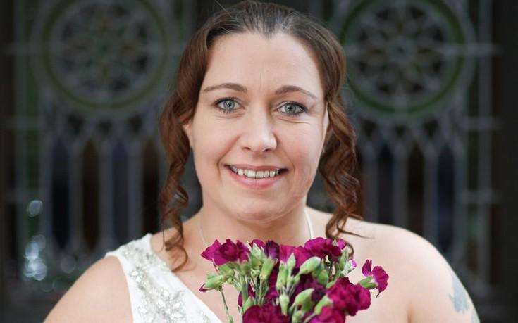 Η γυναίκα που παντρεύεται… τον εαυτό της