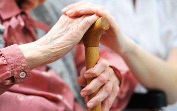 Άρπαξαν 20.000 ευρώ από ηλικιωμένη σε χωριό της Ευρυτανίας