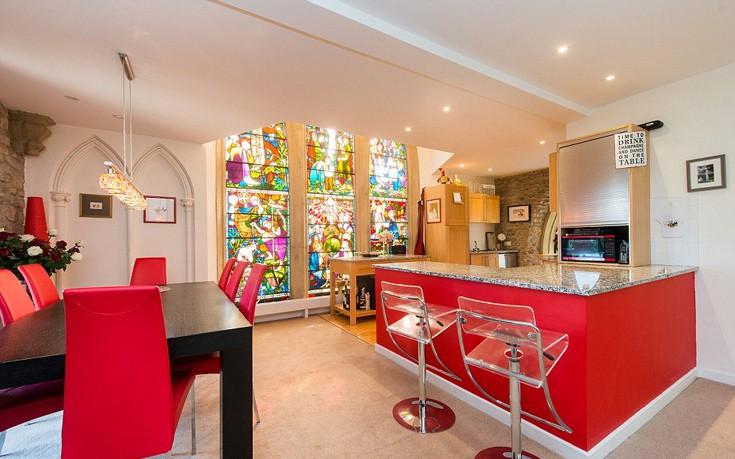 Διαμονή στο άνετο και σύγχρονο σπίτι που ήταν... εκκλησία