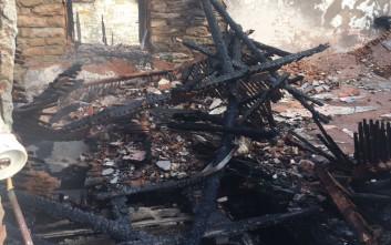 Φωτιά κατέστρεψε ολοσχερώς διώροφη κατοικία
