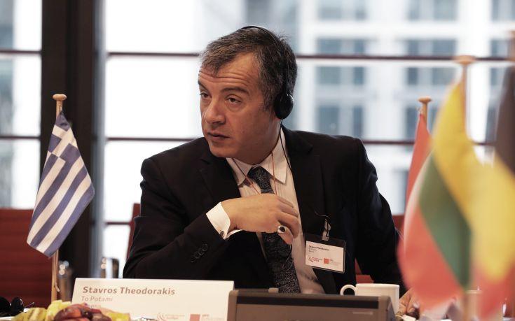 Θεοδωράκης: Ο λαϊκισμός είναι κυρίαρχο συστατικό της πολιτικής ζωής της χώρας μου