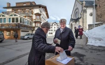 «Ναι» απάντησαν οι Ελβετοί στην πολιτογράφηση εγγονών μεταναστών