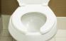 Γιατί το καπάκι στις δημόσιες τουαλέτες έχει κενό