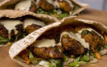 Vegans και vegetarians γιορτάζουν την Τσικ-no-Πέμπτη