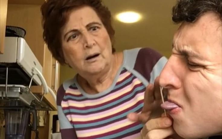 Κάνει φάρσες στη γιαγιά του και εκείνη την πατάει συνέχεια