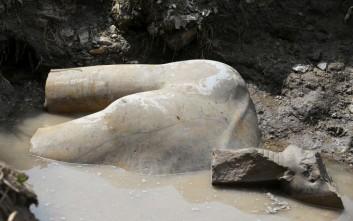Φτωχογειτονιά του Καΐρου «έκρυβε» ένα κολοσσιαίο άγαλμα του φαραώ Ραμσή Β΄