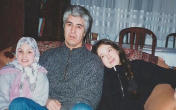 Από τα βασανιστήρια που υπέστη ξέχασε πώς λέγονται οι κόρες του