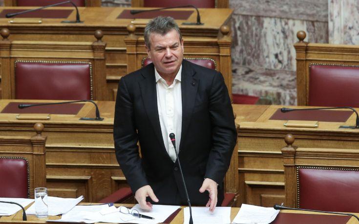 Συντάξεις χηρείας και καταβολή διπλών ασφαλιστικών εισφορών προανήγγειλε ο Πετρόπουλος