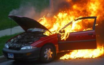 Κολωνάκι: Έκαψαν τέσσερα αυτοκίνητα
