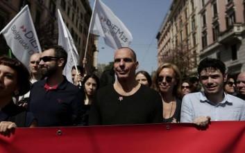 Ο Βαρουφάκης σε διαδήλωση στη Ρώμη