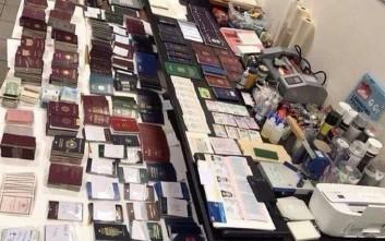 Κύκλωμα πουλούσε πλαστά έγγραφα σε μετανάστες