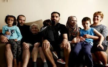 Οι Έλληνες που φιλοξενούν πρόσφυγες μιλούν για την συγκατοίκησή τους