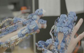 Ρομποτικό σύστημα που εφαρμόζει στο χέρι στην υπηρεσία της χειρουργικής