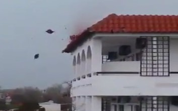 Ανεμοστρόβιλος «ξήλωσε» κεραμίδια ξενοδοχείου στα Χανιά