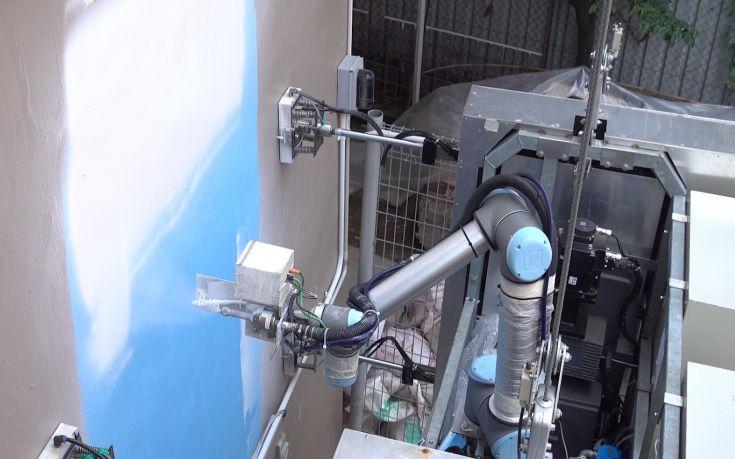 Ρομπότ σε ρόλο καθαριστή και ελαιοχρωματιστή