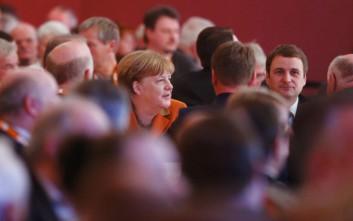 Με επτά μονάδες προηγούνται οι Χριστιανοδημοκράτες της Μέρκελ