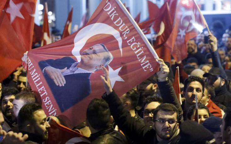 «Πολεμικό» το κλίμα μεταξύ Ολλανδίας και Τουρκίας