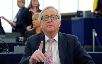 Γιούνκερ: Η διαπραγμάτευση για το Brexit είναι τώρα στα χέρια των ικανών δικηγόρων μας