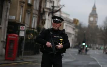 Επίθεση με «τοξική ουσία» στο Λονδίνο, τρεις άνδρες τραυματίστηκαν σοβαρά