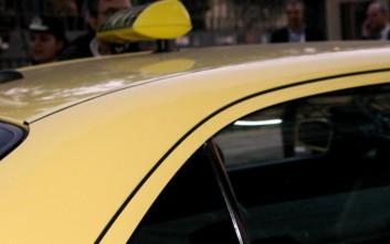 Ταξιτζής έγινε… μαιευτήρας και βοήθησε γυναίκα να γεννήσει μέσα στο ταξί του
