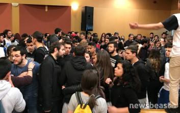 Μικροένταση μεταξύ φοιτητών και μαθητών στο υπουργείο Παιδείας