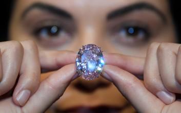 Το υπέρλαμπρο ροζ διαμάντι των 60 εκατομμυρίων δολαρίων – Newsbeast 3146ee2b0cb