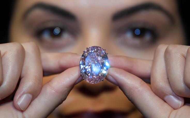 Το υπέρλαμπρο ροζ διαμάντι των 60 εκατομμυρίων δολαρίων