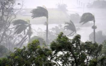 Με ανέμους 260 χιλιομέτρων την ώρα σαρώνει το Κουίνσλαντ ο κυκλώνας Ντέμπι
