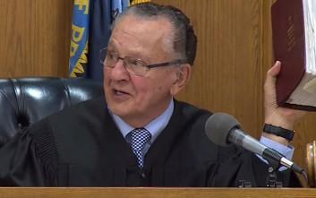 Δικαστής χειρίζεται άδικο πρόστιμο για παράνομο παρκάρισμα με τον πλέον απολαυστικό τρόπο