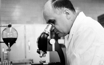 Ο μικροβιολόγος που ανέπτυξε τα περισσότερα σωτήρια εμβόλια που κάνουμε σήμερα